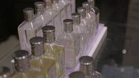 Πολλά μπουκάλια αρώματος απόθεμα βίντεο