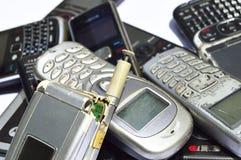 Πολλά παλαιά κινητά τηλέφωνα Ομάδα αποβλήτων ε Στοκ Φωτογραφία