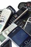 Πολλά παλαιά κινητά τηλέφωνα Ομάδα αποβλήτων ε Στοκ Εικόνες
