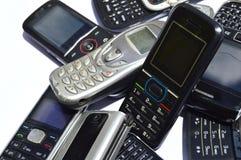 Πολλά παλαιά κινητά τηλέφωνα Ομάδα αποβλήτων ε Στοκ φωτογραφίες με δικαίωμα ελεύθερης χρήσης