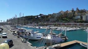 Πολλά σκάφη αναψυχής στη μαρίνα στο ιταλικό Riviera απόθεμα βίντεο