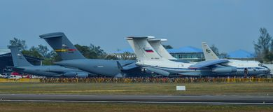 Πολλά στρατιωτικά αεροπλάνα στην επίδειξη στοκ εικόνες με δικαίωμα ελεύθερης χρήσης