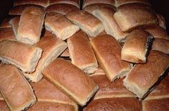 Πολλά ψωμιά, κουλούρια χοτ-ντογκ σε μια θέση στοκ εικόνες