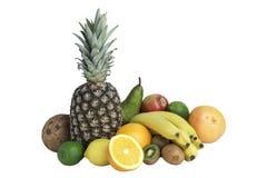 Πολλά ώριμα φρούτα που απομονώνονται σε ένα άσπρο υπόβαθρο Στοκ Φωτογραφίες
