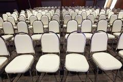 Πολλές έδρες τακτοποίησαν στη διαταγή σειρών για το διαγωνισμό απόδοσης Bal Στοκ φωτογραφία με δικαίωμα ελεύθερης χρήσης