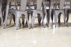 πολλές ανοξείδωτες καρέκλες στο ρόλο στοκ φωτογραφίες