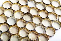 Πολλές καλύψεις της μπύρας σχεδιάζονται στις σειρές, το backgroun Στοκ Εικόνα