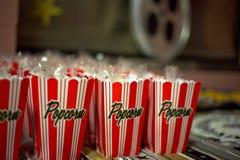 Πολλές κόκκινες και άσπρες popcorn τσάντες Στοκ Φωτογραφίες
