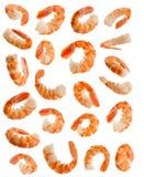 Πολλές μεγάλες μαγειρευμένες ξεφλουδισμένες γαρίδες στις διάφορες γωνίες στο άσπρο backgr Στοκ Εικόνα