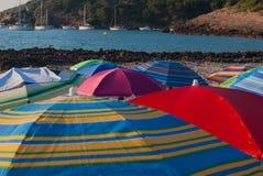 Πολλές ομπρέλες στην παραλία στοκ φωτογραφία