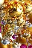 Πολλές σφαίρες Χριστουγέννων στο διαφορετικό χρώμα στοκ φωτογραφία
