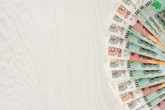 Πολλές χιλιάες λογαριασμών ένα και πέντε ανεμιστήρας και διάστημα ρουβλιών για το κείμενο Στοκ Εικόνες