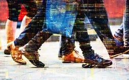 Πολλαπλάσια εικόνα έκθεσης των περπατώντας ανθρώπων στο Λονδίνο Απεικόνιση επιχειρησιακής έννοιας Στοκ Εικόνες
