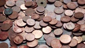 Πολλοί νομίσματα και λογαριασμοί, ευρώ, χρήματα απόθεμα βίντεο
