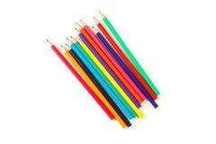 Πολλοί χρωματίζουν τα μολύβια που απομονώνονται στοκ εικόνες