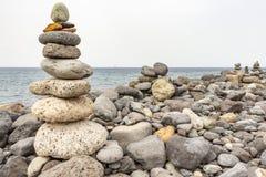 Πολλοί όμορφοι τύμβοι κατά μήκος της ακτής της πλευράς Adeje Tenerife, Ισπανί στοκ φωτογραφίες