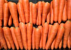 Πολλοί όμορφο καρότο στην αγορά για το φυτικό υπόβαθρο Στοκ Εικόνες