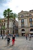 Πολυάσχολη σκηνή οδών Placa Reial, Βαρκελώνη, Ισπανία Στοκ εικόνες με δικαίωμα ελεύθερης χρήσης