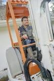 Πολυάσχολο οδηγώντας forklift εργαζομένων στοκ φωτογραφία με δικαίωμα ελεύθερης χρήσης