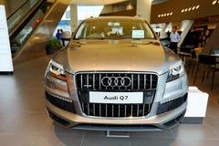 Πολυτέλεια SUV Audi Q7 στο άνοιγμα Audi του κέντρου Σιγκαπούρη Στοκ φωτογραφίες με δικαίωμα ελεύθερης χρήσης