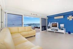 πολυτελές δωμάτιο διαβί& Στοκ εικόνες με δικαίωμα ελεύθερης χρήσης