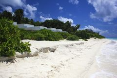Πολυτελής παραλία ονείρου με την άσπρη άμμο Στοκ Εικόνες