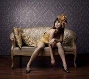 Πολυτελή γοητευτικά μοντέλα στο χρυσό Στοκ φωτογραφία με δικαίωμα ελεύθερης χρήσης