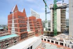 πολυόροφο κτίριο κατασ&ka στοκ φωτογραφίες