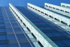 Πολυόροφο κτίριο με την πρόσοψη γυαλιού στη Φρανκφούρτη Αμ Μάιν Στοκ Φωτογραφία