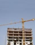 πολυόροφο κτίριο οδηγιώ& στοκ φωτογραφίες με δικαίωμα ελεύθερης χρήσης