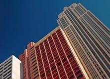 πολυόροφο κτίριο που χρ&om Στοκ Εικόνα