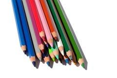 Πολυ μολύβια χρώματος για το στρέθιμο της προσοχής σε ένα άσπρο υπόβαθρο που απομονώνεται στοκ φωτογραφίες