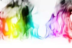 Πολυ περίληψη φλογών πυρκαγιάς χρώματος στο άσπρο υπόβαθρο Ένας απόκρυφος ζωηρόχρωμος καπνός Μουτζουρωμένη φωτεινή αφαίρεση με τι στοκ φωτογραφίες