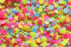 Πολυ χρωματισμένα τσέκια για το σχέδιο των καρφιών ακτινοβολήστε Φύλλο αλουμινίου για την υπηρεσία καρφιών Shimmer ομορφιάς σπινθ στοκ εικόνα