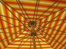 Πολυ χρωματισμένο ριγωτό parasol Στοκ εικόνες με δικαίωμα ελεύθερης χρήσης