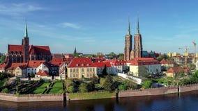 Πολωνία wroclaw Ostrow Tumski με το γοτθικούς καθεδρικό ναό και την εκκλησία Εναέριο βίντεο φιλμ μικρού μήκους