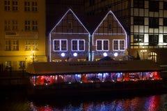 ΠΟΛΩΝΙΑ, ΓΝΤΑΝΣΚ - 12 ΔΕΚΕΜΒΡΊΟΥ 2014: Ιστορικά κτήρια στην ακτή του ποταμού Motlawa στο παλαιό μέρος της πόλης Στοκ Φωτογραφία