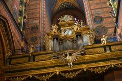 ΠΟΛΩΝΙΑ, ΚΡΑΚΟΒΙΑ - 27 ΜΑΐΟΥ 2016: Εκλεκτής ποιότητας όργανο στο μεσαιωνικό ST Mary&#x27 εκκλησία του s στην Κρακοβία Στοκ Φωτογραφία