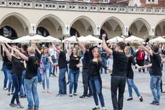 ΠΟΛΩΝΙΑ, ΚΡΑΚΟΒΙΑ 02.09.2017 νέοι που χορεύουν το ρούμπα Στοκ φωτογραφία με δικαίωμα ελεύθερης χρήσης