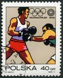 ΠΟΛΩΝΙΑ - 1972: παρουσιάζει εγκιβωτίζοντας, ολυμπιακά δαχτυλίδια και το σύμβολο κινήσεων, 20οι Ολυμπιακοί Αγώνες σειράς, Μόναχο Στοκ φωτογραφίες με δικαίωμα ελεύθερης χρήσης