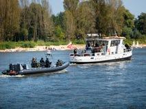 Πολωνικές ειδικές δυνάμεις GROM στον ποταμό Στοκ φωτογραφίες με δικαίωμα ελεύθερης χρήσης