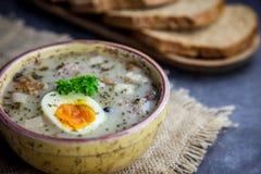 Πολωνική σούπα Πάσχας με τα αυγά και το άσπρο λουκάνικο Στοκ εικόνες με δικαίωμα ελεύθερης χρήσης