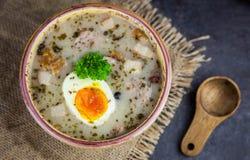 Πολωνική σούπα Πάσχας με τα αυγά και το άσπρο λουκάνικο Στοκ Εικόνα