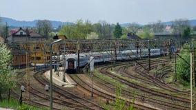 Πολωνικό διά τραίνο πόλεων στον τελικό κόμβο σιδηροδρόμου wka Chabà ³ στοκ εικόνες