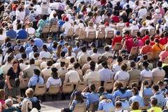 Πολύς πιστός ακούει το σώμα Domini που γιορτάζεται από τον παπά Francesco Bergoglio στη Ρώμη Στοκ Φωτογραφία