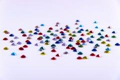 Πολύτιμα γαλαζοπράσινα κόκκινα και κίτρινα χρώματα σπινθηρίσματος rhinestones Στοκ εικόνα με δικαίωμα ελεύθερης χρήσης