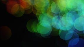 Πολύχρωμα σημεία του λαμπρού bokeh στο μαύρο υπόβαθρο r Ζωηρόχρωμο φωτεινό λαμπρό μεγάλο bokeh υπέροχα απόθεμα βίντεο
