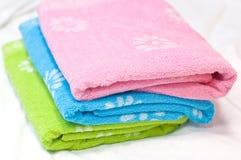 πολύχρωμες πετσέτες Στοκ φωτογραφίες με δικαίωμα ελεύθερης χρήσης