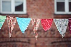 Πολύχρωμες σημαίες υφάσματος στοκ εικόνα με δικαίωμα ελεύθερης χρήσης