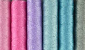 Πολύχρωμη ανασκόπηση ράβοντας νημάτων Στοκ Εικόνες
